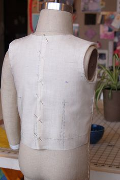 Tutorial to make a muslin  test the fit of a pattern before cutting into your pretty fabric. From Oliver  S