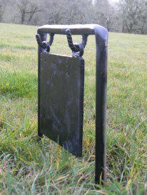 Homebuilt Mild Steel Swinging Hand/Shotgun Gun Gong Target for Outdoor Enthusiasts to take Hunting and Camping. Welded from Recycled Metal Metal Shooting Targets, Metal Targets, Shooting Guns, Shooting Sport, Shooting Practice, Outdoor Shooting Range, Shooting Table, Shooting Bench Plans, Welding Projects