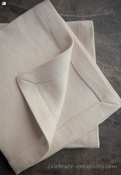 If you love the look of mitered napkins, this is the tutorial for you. Easy step by step instructions and photos for mitering fabric. Sewing Hacks, Sewing Tutorials, Sewing Crafts, Sewing Projects, Cloth Napkins, Linen Napkins, Sewing Mitered Corners, Fabric Origami, Stitch Lines