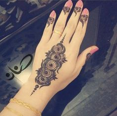 Are you looking for the latest and new Mehandi design then you are at the right place we have lots of collection of new Mehandi design and we are guaranteed you definitely like our collection of Mehandi design. Lastest and New Mehandi Design Khafif Mehndi Design, Rose Mehndi Designs, Beautiful Mehndi Design, Arabic Mehndi Designs, Mehndi Designs For Hands, Mehndi Tattoo, Henna Mehndi, Henna Art, Mehendi