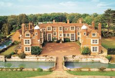 Kentwell Hall, Long Melford, Suffolk - The Clopton family came to the Manor of… Beautiful Buildings, Beautiful Places, Long Melford, Hall House, Suffolk England, English Manor Houses, Medieval Houses, Grand Homes, Historic Homes