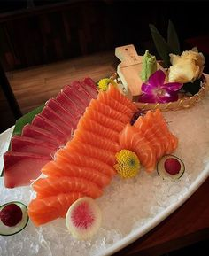 Super sashimi presentation made by @chefdanny_cookingbyheart   Check out www.makesushi.com for more sushi and sashimi Make Sushi http://ift.tt/2noegGD