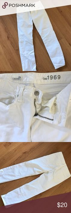 White GAP Real Straight Jeans White jeans from gap straight leg. Meant to be rolled. PERFECT summer jeans ☀️ no flaws great condition GAP Jeans
