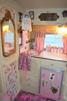 caravan hacks 165296248809075159 - I really like the raised door panels 🙂 have George add trim to mine. A little gingerbread never hurt anyone Source by luckscheiter Vintage Campers Trailers, Retro Campers, Vintage Caravans, Happy Campers, Tiny Trailers, Camper Trailers, Retro Rv, Shasta Camper, Enclosed Trailers