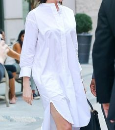 Anne Hathaway looks chic in shirt dress leaving her NYC hotel White Work Dresses, White Dress With Sleeves, White Satin Dress, Elegant White Dress, Formal Dresses With Sleeves, Satin Dresses, White Dresses For Women, Cotton Dresses, Cotton Frocks