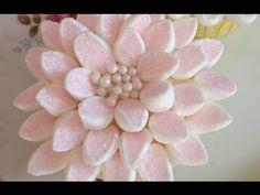 Wonderful DIY Marshmallow Flower Cupcake Topping