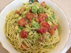 トマトとアボカドの冷製パスタ  オリーブオイルが多かった。 嫁さんアドバイス。 お酢かレモン汁でサッパリ系に。 オリーブオイル少なめで、ピエトロドレッシング。