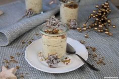 Rezept für eine sehr cremige, luftige Lebkuchen Mousse mit weißer Schokolade. In die Mousse werden zerbröselte Elisen Lebkuchen gegeben.