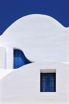 Interior Design Addict: Different Wavelengths, a photo from Kyklades, South Aegean, greece Picasso Blue Period, Greece House, Large Bird Houses, Greece Photography, Travel Photography, Small Fireplace, Santorini Greece, Paros, Greece Travel