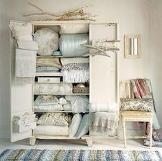 Halleluja ! :) - wheeeeere to find  2-4 of theese :) linens in an open cabinet....... thats the thing. I like :)