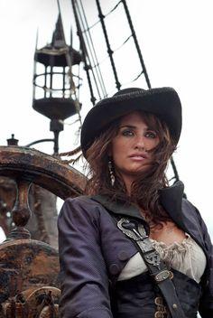 Lana Cruz or Penelope Parilla? xD It's Lana Prailla's head and Penelope Cruz (as Angelica in POTC body! Penelope Cruz, Pirate Woman, Pirate Life, Pirate Talk, Lady Pirate, Captain Jack Sparrow, Style Glam, On Stranger Tides, Pirate Fashion