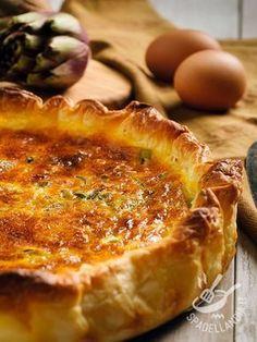 Salt Pie Artichokes - La Torta salata ai carciofi è un must di salato davvero gustoso! Provate a prepararla anche con la pasta brisée al posto della pasta sfoglia! #tortasalataaicarciofi