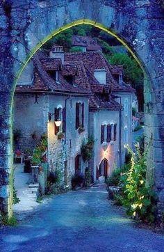 exoticana:  Archway into Saint Cirq Lapopie, France