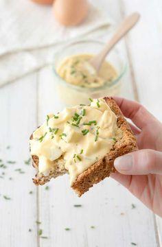 Ei, Ei, Ei - Dieses Rezept für einen leckeren und leichten Eiersalat ohne Mayonnaise lässt sich ganz einfach selber machen.