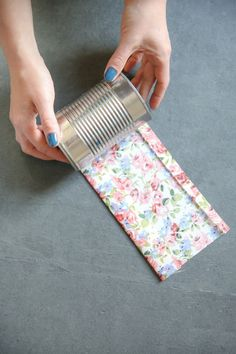 50 Jaw-Dropping Ideas for Upcycling Tin Cans Into Beautiful Household Items! - 50 Jaw-Dropping Ideas for Upcycling Tin Cans Into Beautiful Household Items! How to Make Fabric Wrapped Tin Cans Aluminum Can Crafts, Tin Can Crafts, Crafts To Sell, Diy And Crafts, Arts And Crafts, Crafts With Tin Cans, Creative Crafts, Diy Projects Using Tin Cans, Aluminum Cans