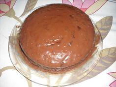 RECHEIO: 1 lata de leite condensado 1 lata de leite 50 gr de chocolate negro em tablete 2 colheres de chá de cacau em pó 2 colheres de chá de farinha maizena 1 colher de chá de café solúvel 1 cálice de licor (usei de tangerina) 2 colheres de sopa de geleia de marmelo