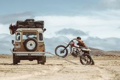 Land Rover and Bike combo = Too much fun you may explode Landrover Defender, Land Rover Defender 110, Pink Jeep, K100 Scrambler, Transporter T3, Foto Picture, Roof Top Tent, Off Road, Expedition Vehicle