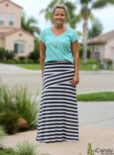 DIY: zig zag maxi skirt, seriously like the style Pencil Skirt Tutorial, Knit Pencil Skirt, Sewing Patterns Free, Sewing Tutorials, Sewing Projects, Sewing Crafts, Diy Clothing, Sewing Clothes, Diy Maxi Skirt