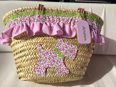 Con P de P basket bag Beach Basket, Diy Sac, Basket Crafts, Basket Liners, Diy Tote Bag, Dog Bag, Creation Couture, Art N Craft, Boho Bags