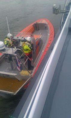 Dordrecht - Medische evacuatie binnenvaarttanker