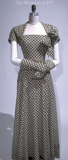 Norman Norell gingham ensemble, 1939 Collection of The Museum at FIT Vintage Gowns, Vintage Wear, Vintage Outfits, Vintage Clothing, 1930s Fashion, Retro Fashion, Vintage Fashion, 20th Century Fashion, Moda Vintage