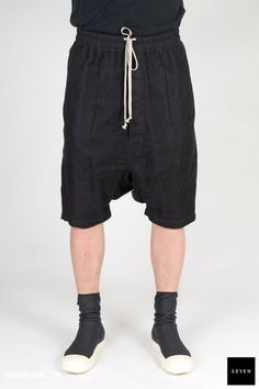 ME 09 BLACK Linen Lining Cotton Rick Owens - Walrus - Made in Italy Model is wearing size He is waist Rick Owens, Model, How To Wear, Cotton, Pants, Collection, Black, Fashion, Trouser Pants