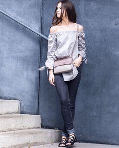 Guten Morgen ihr Lieben . ✖️ mehr von meiner neuen Lieblingsbluse und alle Outfitdetails gibts auf NWLIFE.AT  .  So schnell die Sonne da war, so schnell war sie auch wieder weg naja, schöööönen Dienstag  . {photo: @ellakronberger } #austrianblogger #fashionblogger_at #blogger #lifestyleblogger #ellakphoto #offshoulder