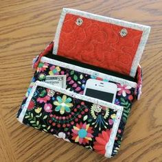Multi-Pocket Tablet Tote Pattern Download by Tulip Square available now at connectingthreads.com for just $4.99»