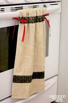 To Make A Simple Hanging Dish Towel hanging dish towel or hand towel in the bathroom.would keep kids from pulling them down!hanging dish towel or hand towel in the bathroom.would keep kids from pulling them down! Easy Sewing Projects, Sewing Hacks, Sewing Tutorials, Sewing Crafts, Diy Crafts, Dish Towel Crafts, Dish Towels, Tea Towels, Elefant Design