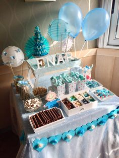 A glorious cake filled with joy and colourful lollies. What a fun and delicious way to bring the party! Candy Table, Candy Buffet, Baby Shower Deco, Bar A Bonbon, Oreo, Snack Video, Boy Baptism, Ideas Para Fiestas, Video Games For Kids