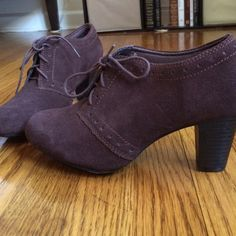 "PRICE DROP⬇️ Clark's chocolate brown ankle booties barely worn - not sure they were ever worn out. super comfortable clark's bendables lace up ankle booties with 3"" heel (measured from back). beautiful dark chocolate brown made of real leather. they are an 8.5 wide (I'm usually and 8.5 but can sometimes wear a wide because my feet are so flat they roll over) Clarks Shoes Ankle Boots & Booties"