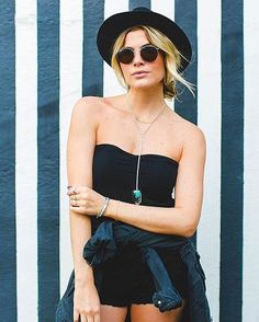 zpr A linda @juliafaria da um show no quesito acessórios!! Amei!! Óculos round são estilo puro!! #acessorios #acessoriosfemininos #instapic #kos #koshopping #colar #colares #maxicolar #pulseiras #glam #estilo #tendencia #ecommerce #bomdia #look #bela #anel #oculos #oculosdesol
