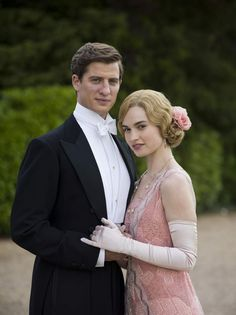 {Downton Abbey} New theme! Personally I rate this tv series as an What are your opinions? Matthew Crawley, Lady Sybil, Julian Fellowes, Downton Abbey Fashion, Lady Mary, Mode Vintage, Vintage Style, Period Dramas, Retro