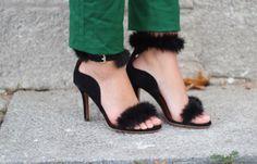 sandalias negras con piel
