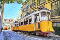 Un tramway à Lisbone , très belle ville !