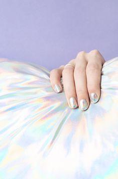 DIY Holographic Manicure   studiodiy.com