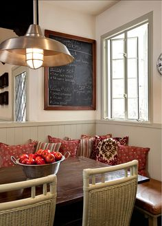 Eating Nook. Great eating nook idea! Perfect for family living! #EatingNook #BreakfastNook #Interiors #HomeDecor