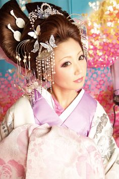 """Modern oiran"" style. More ""fashion magazine shot"" than something really wearable, but cool look, anyway!"