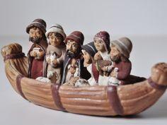 """Exposición en un """"El món en un betlem"""" Nacimiento en una barca Birth"""
