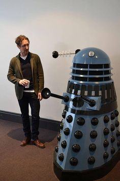 Paul McGann and a Dalek. I love Paul's stance and expression. ;)