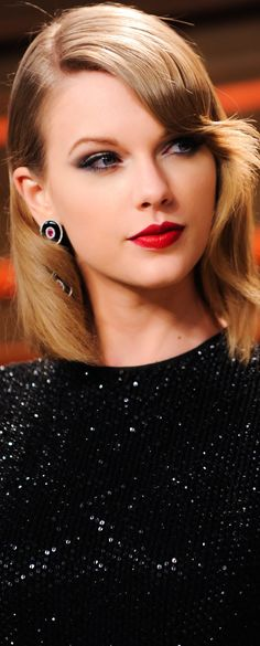Taylor Swift! Yeah! She just gets prettier and prettier!