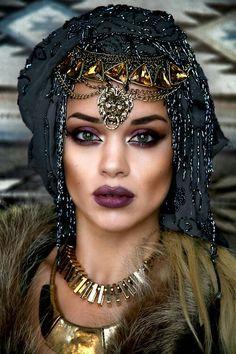 Maquillage Halloween femme simple et original - inspirations en photos Beauty Makeup, Hair Makeup, Hair Beauty, Gypsy Makeup, Exotic Makeup, Purple Makeup, Eye Makeup, Arab Makeup, Purple Lipstick