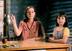 Miss Honey and Matilda from the film version of a Roald Dahl classic. 90s Movies, Good Movies, Movie Tv, Ms Honey Matilda, Character Day Ideas, Matilda Movie, Mara Wilson, Miss Honey, Cinema