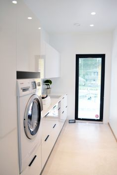 A small laundry room can be a challenge to keep laundry room cabinets functional, yet since this space is constantly in use, we have some inspiring design laundry room ideas. Modern Laundry Rooms, Laundry In Bathroom, Interior Design Living Room, Living Room Designs, Interior Livingroom, Küchen Design, House Design, Design Ideas, Drying Room