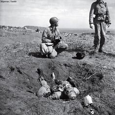 American troops chat near a dead Japanese soldier on Iwo Jima. The degree to which the Japanese were willing to fight to the death, rather than surrender, is summed up in one remarkable statistic: Close to 20,000 Japanese soldiers were killed during the battle; only around 200 were captured. /W. Eugene Smith #war #photography #history #blackandwhite