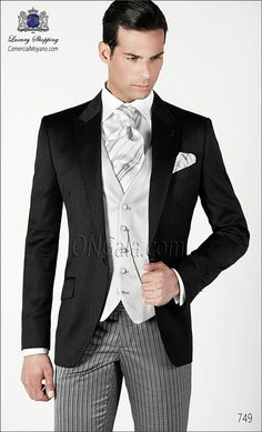 Traje de novio gris de Raso Satén Extra coordinado con pantalón de etiqueta.