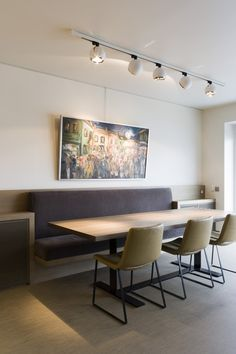 Modern dining rooms you'll love for your modern home decor Modern Dinning Table, Dining Nook, Dining Room Design, Dining Table, Küchen Design, Interior Design, Room Interior, Design Ideas, Minimalist Dining Room