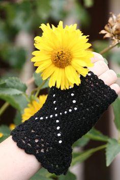 2013 FALL/Winter crochet gloves for girls . Black crochet gloves for fingerless brides   #crochet #gloves #fashion #girls  www.loveitsomuch.com