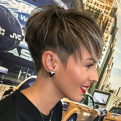 Long Pixie Cut Shaved Side If you want to change your hairstyle and amp up your overall look then you should checkout our hairstyle ideas. Today, we have brought some of the Best Pixie Cuts… Pixie Haircut For Thick Hair, Longer Pixie Haircut, Long Pixie Hairstyles, Short Hair Undercut, Short Pixie Haircuts, Undercut Hairstyles, Haircut Short, Side Hairstyles, Pixie Cut Shaved Sides