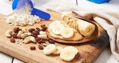 Recette: Roulé à la Banane et au Beurre de Cacahuète/ Pancake tartiné de beurre de cacahuète, enroulé autour d'une banane = ing. 1 Banane  25g d'Avoine Instantanée  15g de Beurre de Cacahuète  1.5 mesure d'Impact Whey Protein au Chocolat  15g de raisins secs  50ml de lait (n'importe lequel)